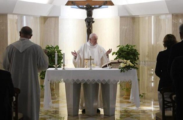 Papa Francesco: La pace di Gesù, l'umorismo in mezzo alle persecuzioni dans Commenti al Vangelo Papa-Francesco-messa-a-Casa-santa-Marta