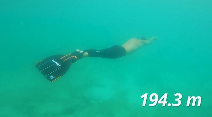 Stig Severinsen, memecahkan rekor untuk penyelaman terjauh dalam satu tarikan napas.