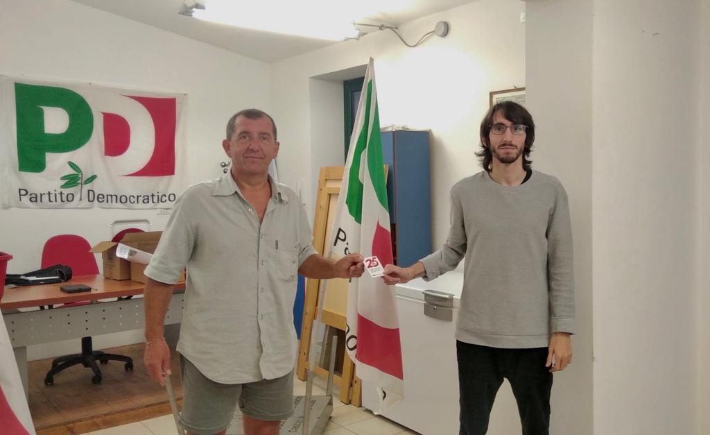 Il Presidente Anpi di Castel Bolognese ha consegnato la Tessera al neo segretario del PD castellano